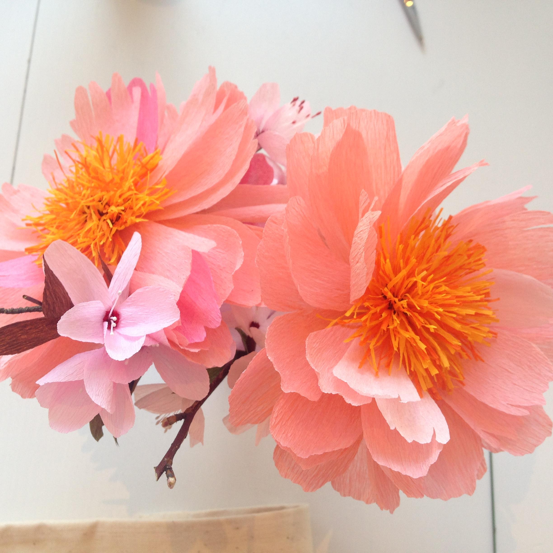 Romantici fiori di carta crespa