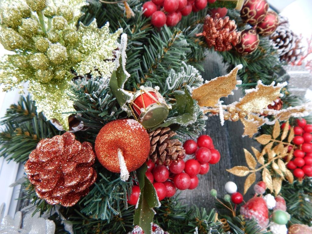 Decorare il Natale con composizioni fiorite fai da te