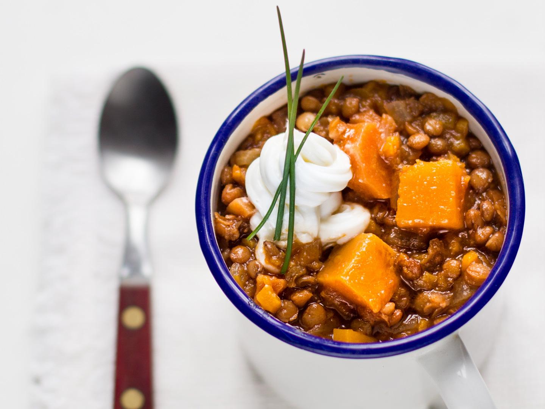 Goulash piccante di zucca e lenticchie
