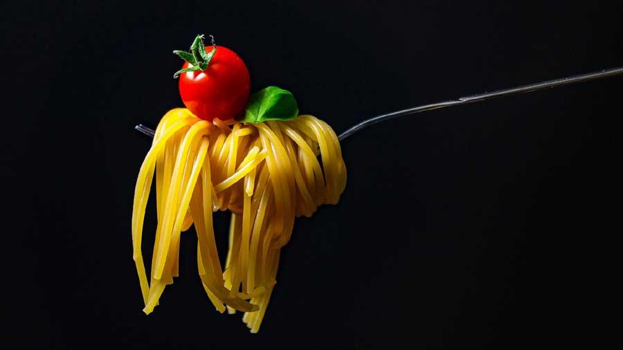 Gnocchetti, pasta o spaghetti con basilico o maggiorana
